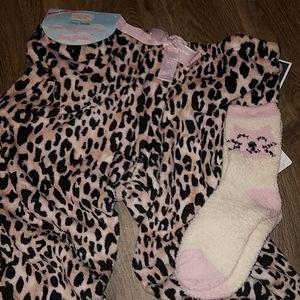 Pillow Talk Intimates & Sleepwear - 💟 NWT Animal Print Plush PJ Bottoms &  Cozy Socks